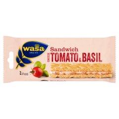 Kanapka o smaku sera z pomidorami i bazylią