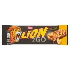 Lion 2Go Peanut Baton z orzechami ziemnymi rodzynkami żurawiną chrupkami ryżowymi 33 g