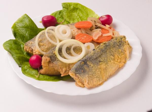 Płaty śledziowe opiekane w zalewie octowej sol fish